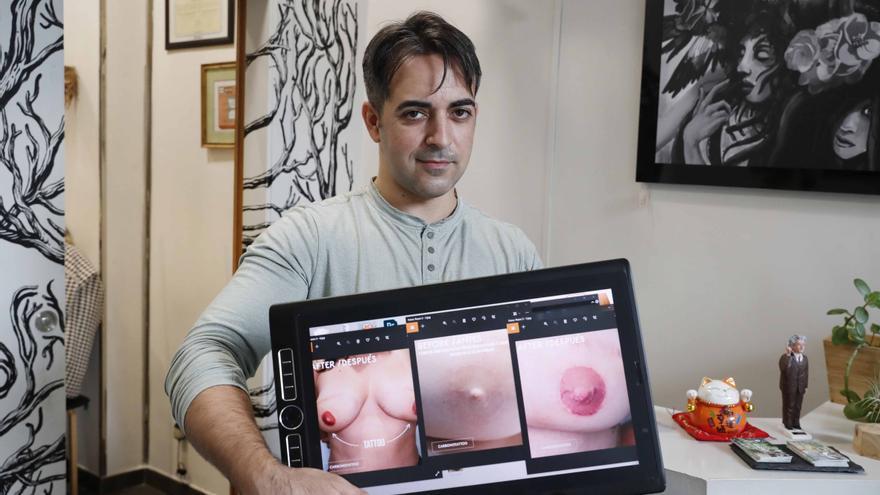 """El tatuador vigués del cáncer de mama: """"Las clientas se emocionan al ver su pezón terminado"""""""