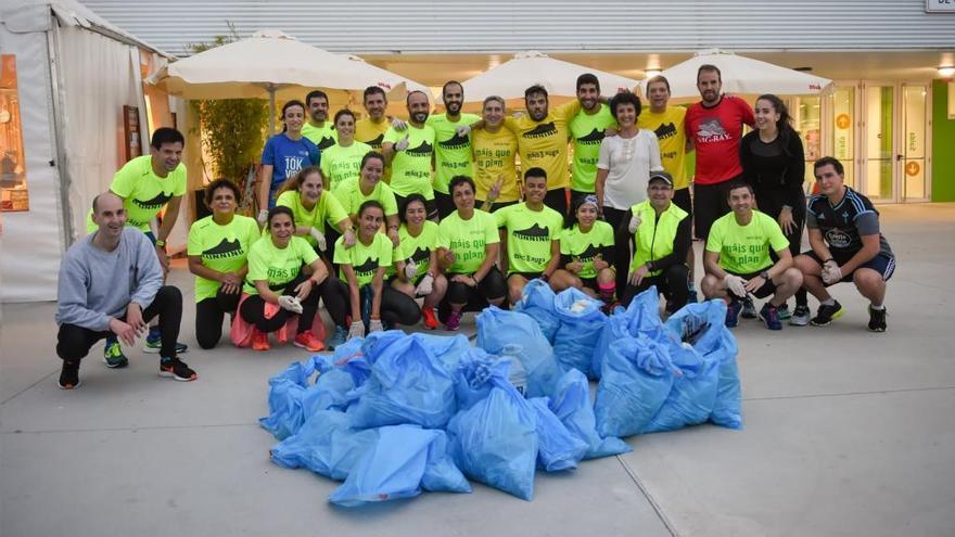 La carrera Correcolle de Máis que Auga elimina de las calles 60 kilos de residuos