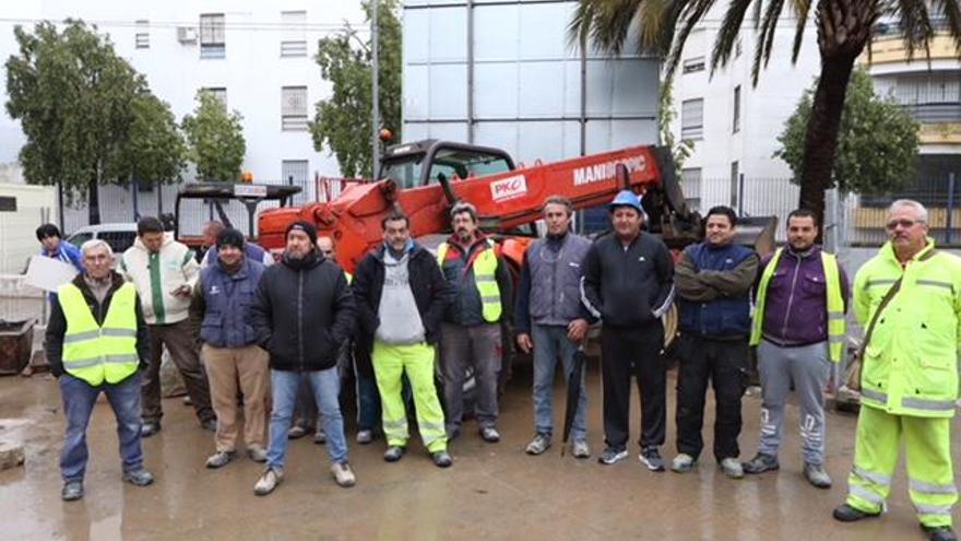 Despiden a 15 de los trabajadores de la obra de la Junta en Las Palmeras por su protesta