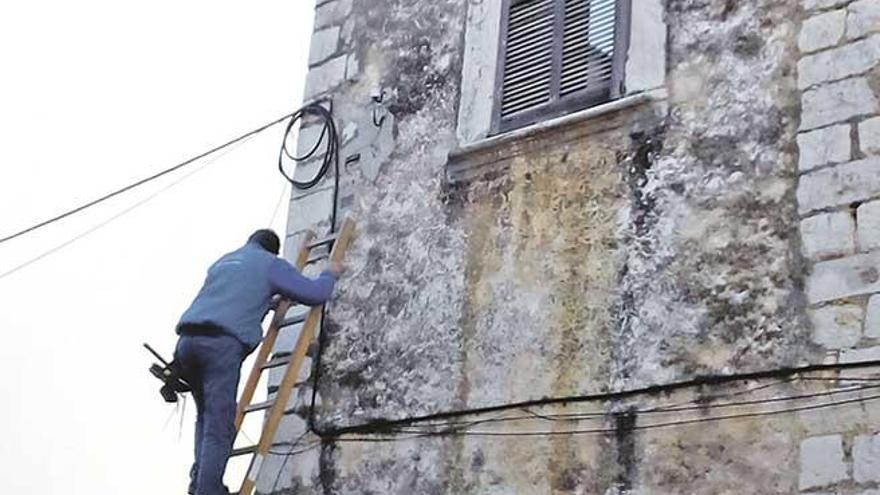 La ley obliga a permitir nuevos cableados por el casco antiguo de Binissalem