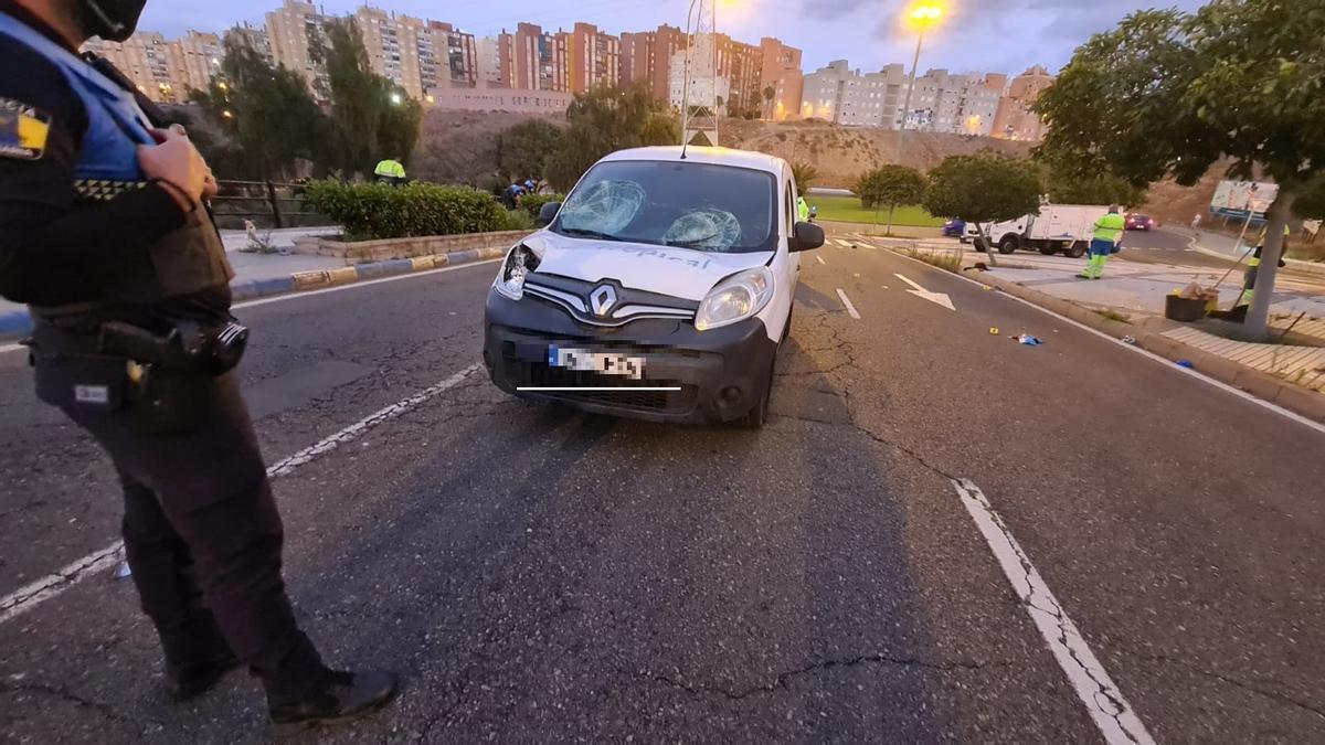 Estado en el que quedó el vehículo tras atropellar a los dos varones en las Palmas de Gran Canaria.
