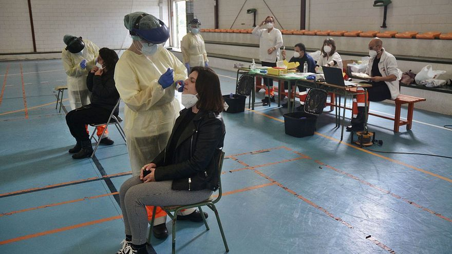 Brotes familiares y entre la juventud elevan la incidencia del COVID en varios municipios