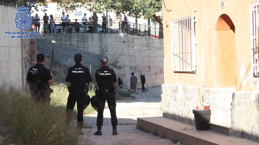 Desmantelan un punto de venta de droga en Los Casones de La Ñora