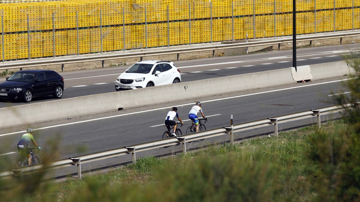 Lugar exacto donde fue arrollado un ciclista el pasado domingo de madrugada, en Zaragoza.