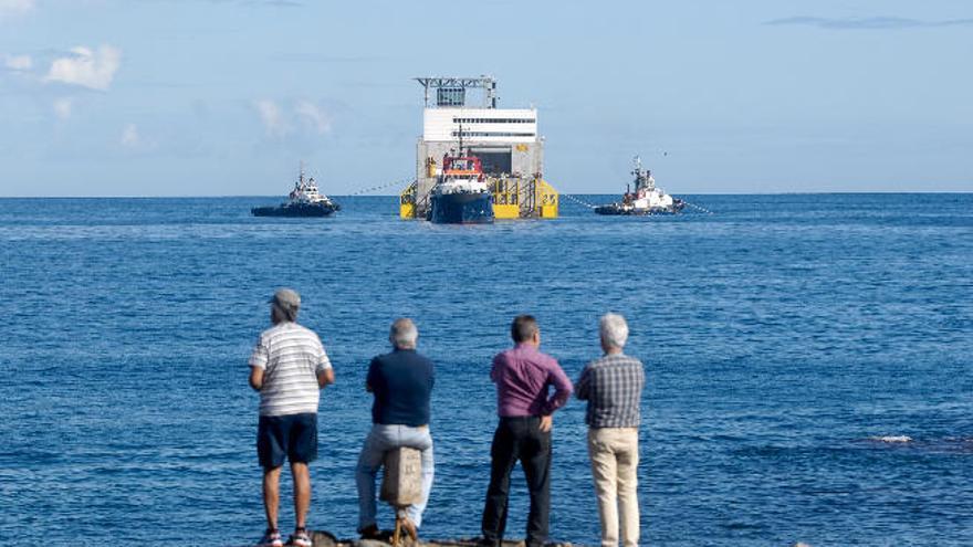 La Plocan inicia el tendido del cable submarino para el aerogenerador