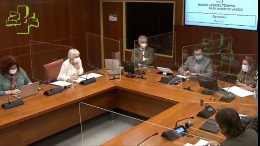 La consejera de Salud del Gobierno Vasco confirma la renuncia y el cese de dos directores de hospitales por vacunarse