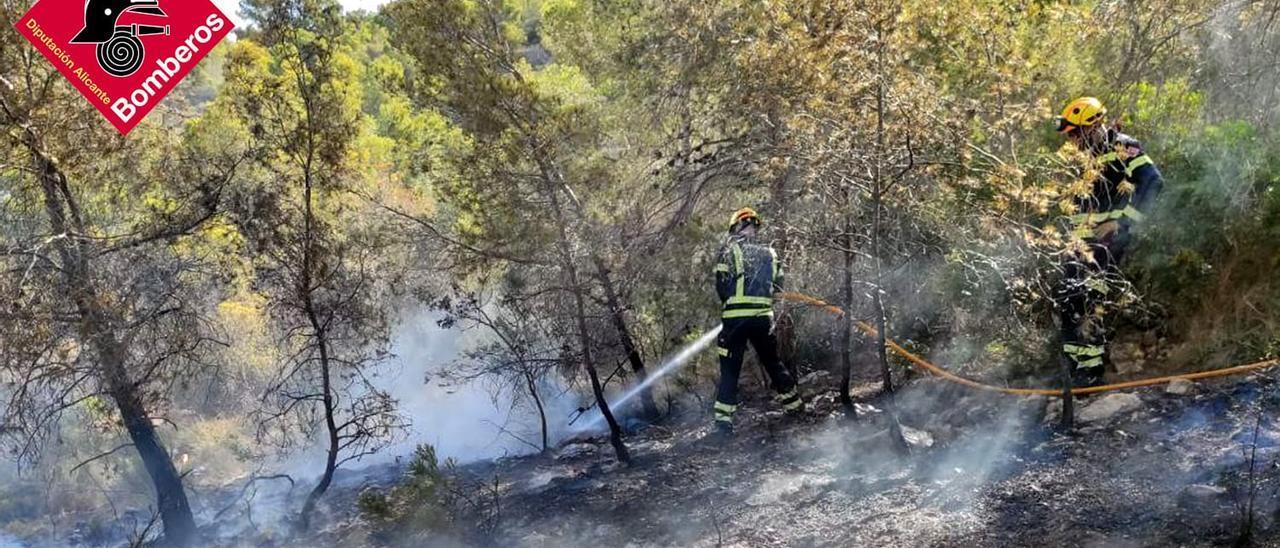 Incendio forestal en el Parque Natural de Serra Gelada en Benidorm