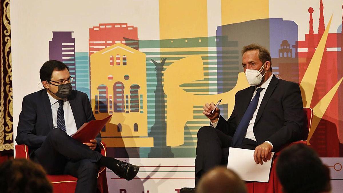 Gonzalo Martínez Peón y el secretario de Estado Fernando Valdés, durante el encuentro. | Ángel González