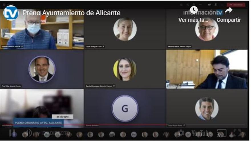 """Carlos Mazón se deja el micro abierto en el pleno de Alicante y se le oye decir: """"Ciudadanos ha pedido mi dimisión"""""""