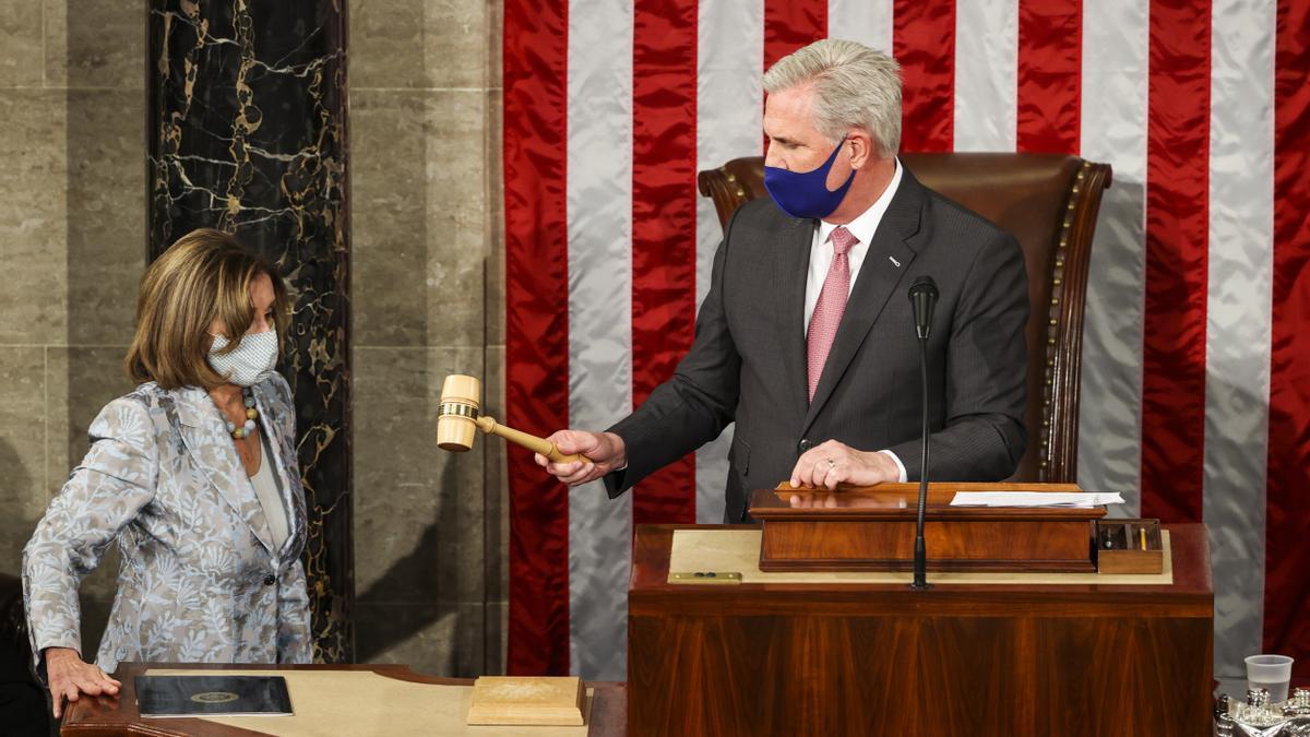 La presidenta de la Cámara de representantes de EEUU, Nancy Pelosi, y el líder de la minoría republicana, Kevin McCarthy.