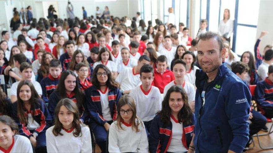 Valverde deleita a los alumnos del colegio Montepinar