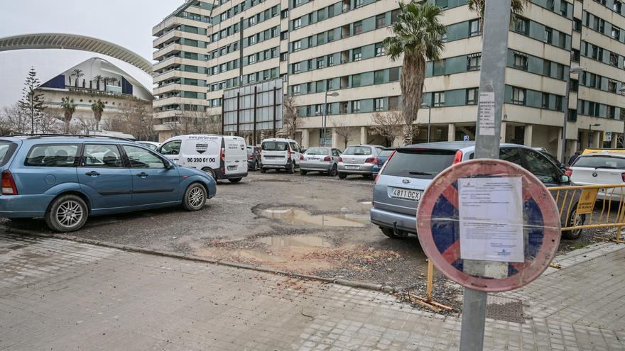 El ayuntamiento rehabilitará cuatro solares que se usan como aparcamiento