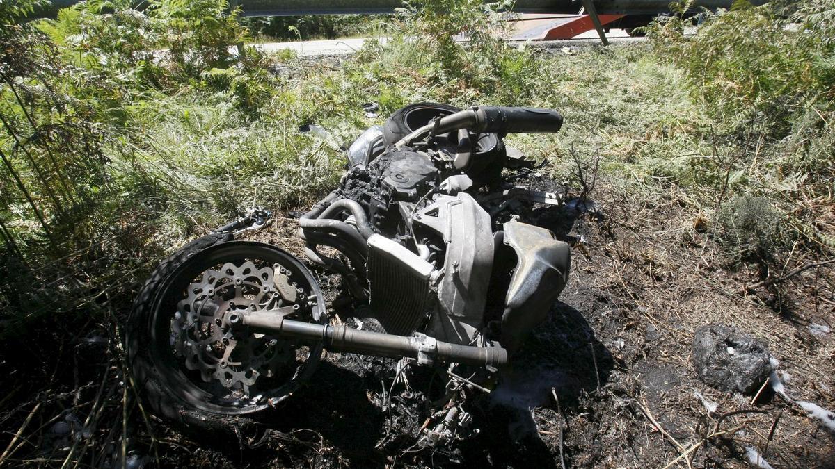 Una moto tras un accidente de tráfico