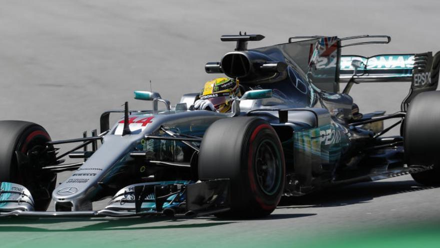 Los Mercedes de Hamilton y Bottas dominan en Brasil
