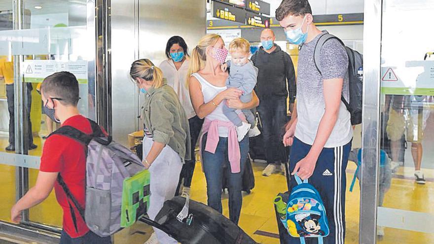 Canarias vetará la admisión a los turistas foráneos sin test