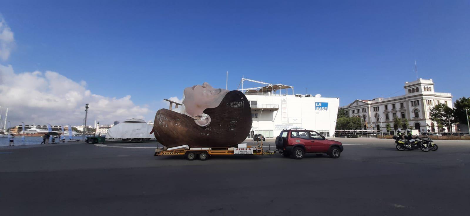 La meditadora abandona el Puerto de València
