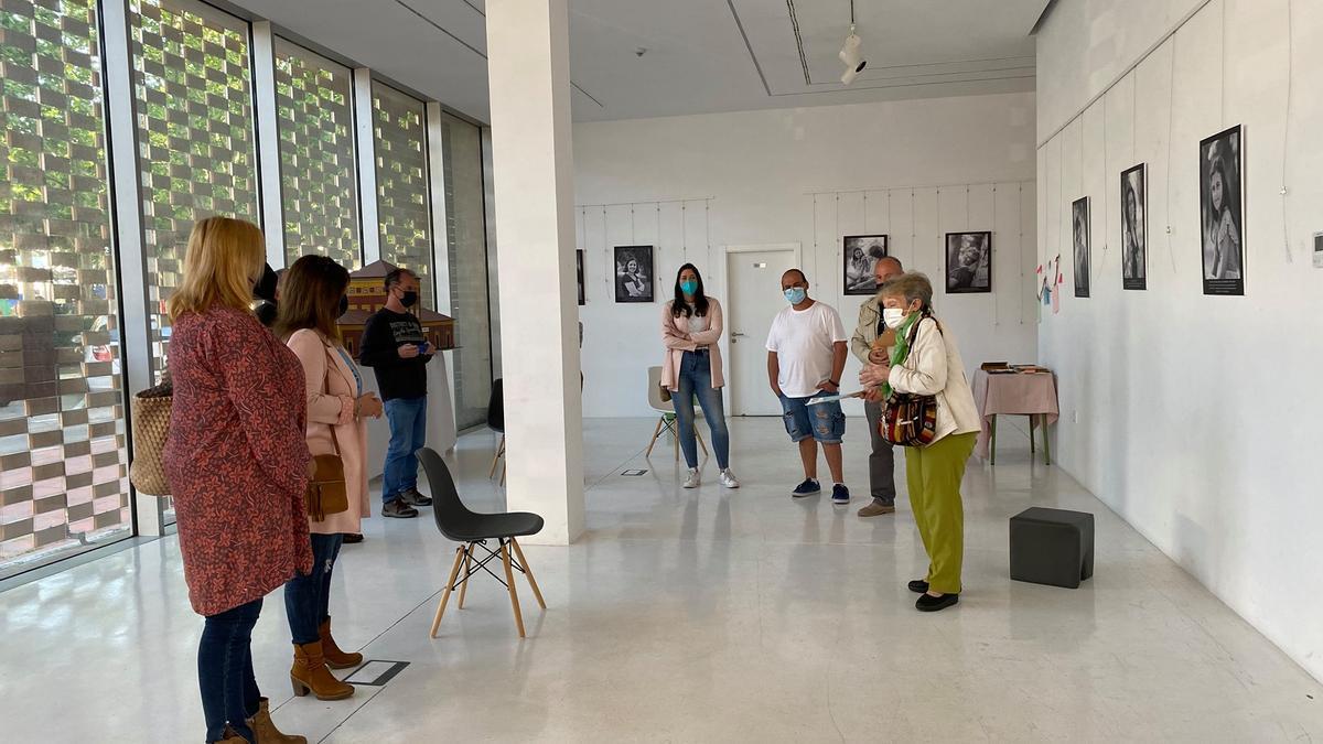 Acto de inauguración de la exposición en el centro cultural la Gota