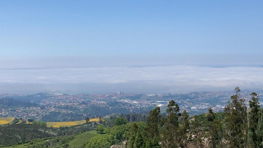 Así se 'traga' la niebla a  la ría de Vigo