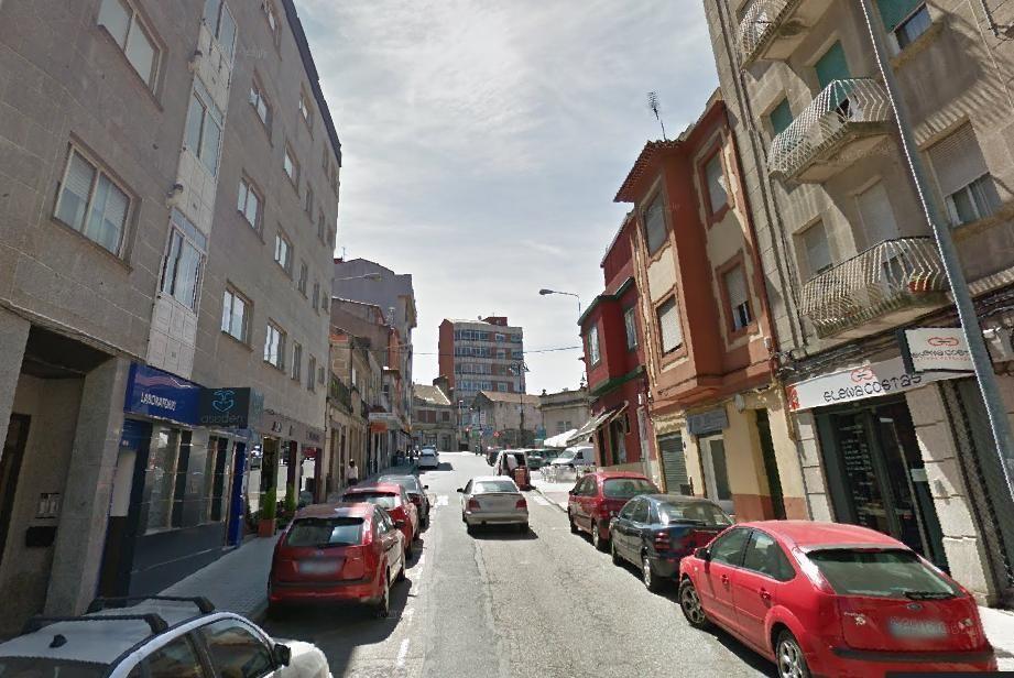 P. Saavedra - El Concello destinará 306.096 euros a esta calle para completar la mejora del entorno del Mercado de Teis.