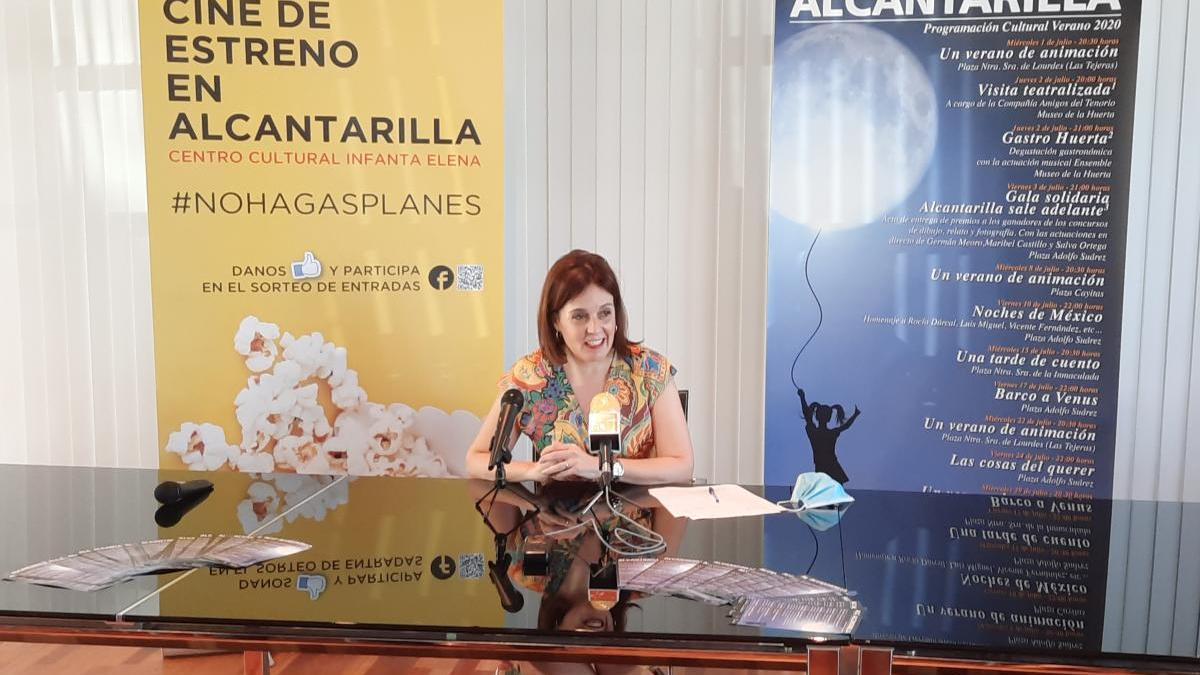 La concejala de Educación, Cultura y Juventud, Marina Lorenzo, durante la presentación de la programación cultural de verano en Alcantarilla. ayto alcantarilla