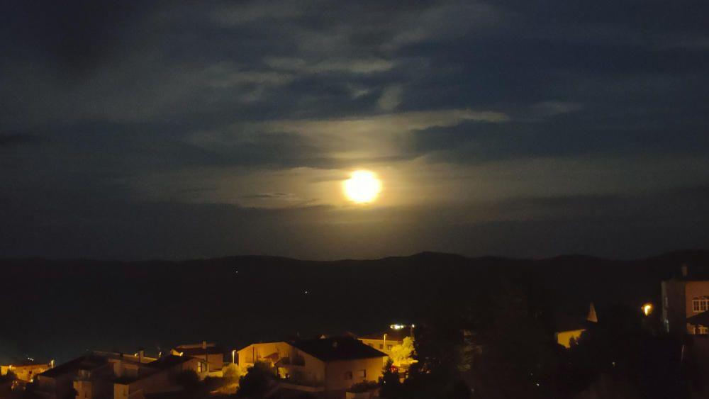 Bonica imatge de la lluna.