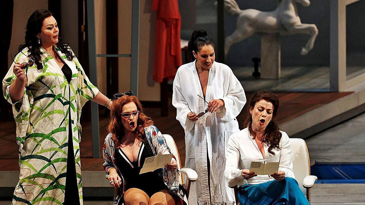 Imagen del ensayo general  de «Falstaff» en Les Arts,  el pasado martes. efe/m.bruque