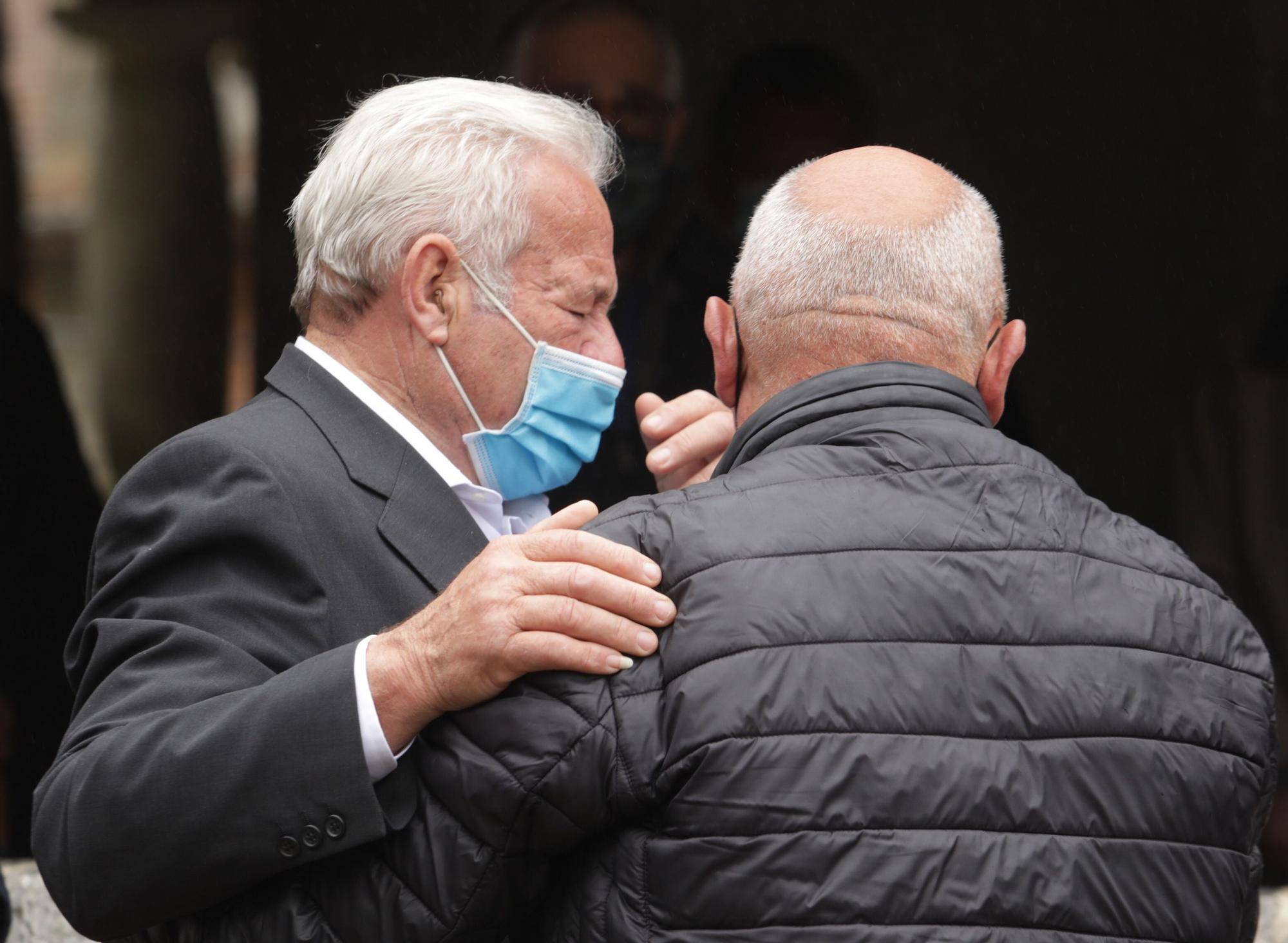 Emotivo funeral por Teresa Aladro, asesinada en Laviana por su exmarido