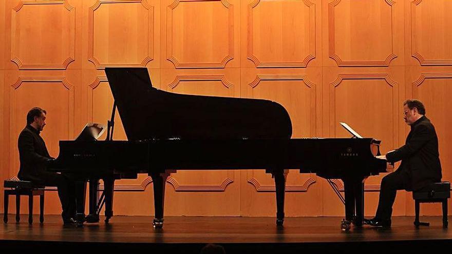 Codispoti y Ocaña en su concierto con la Orquesta Filarmónica de ayer.  |  Miki López