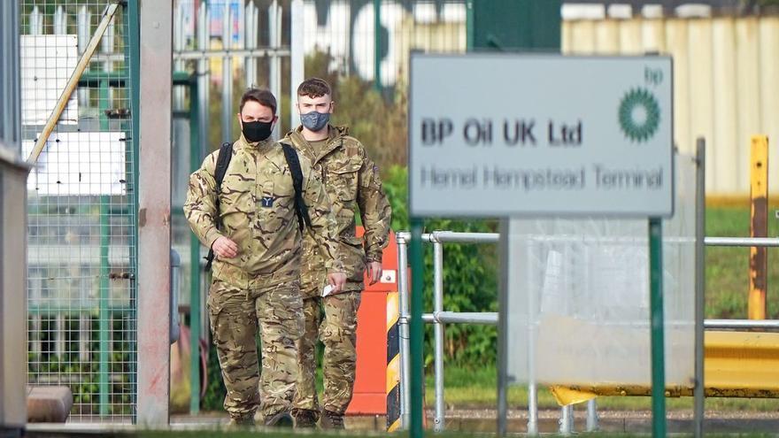 El ejército británico entra en acción para abastecer las gasolineras del Reino Unido