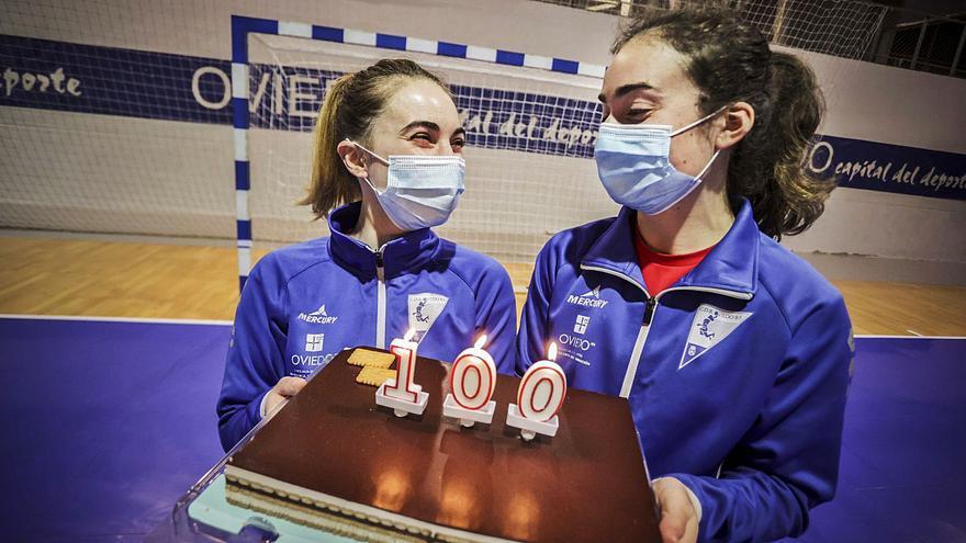 """Las historias de Andrea y Carmen, las centenarias del Oviedo Balonmano: """"Es un orgullo"""""""