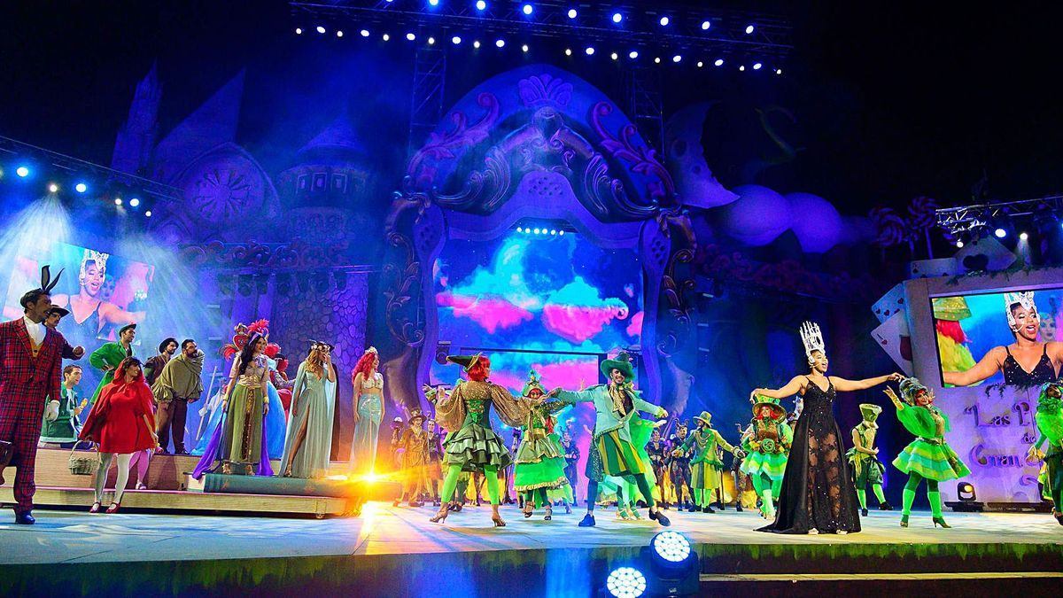Actuación durante la Gala de la Reina del Carnaval del año 2020 sobre el escenario. | | LP/DLP
