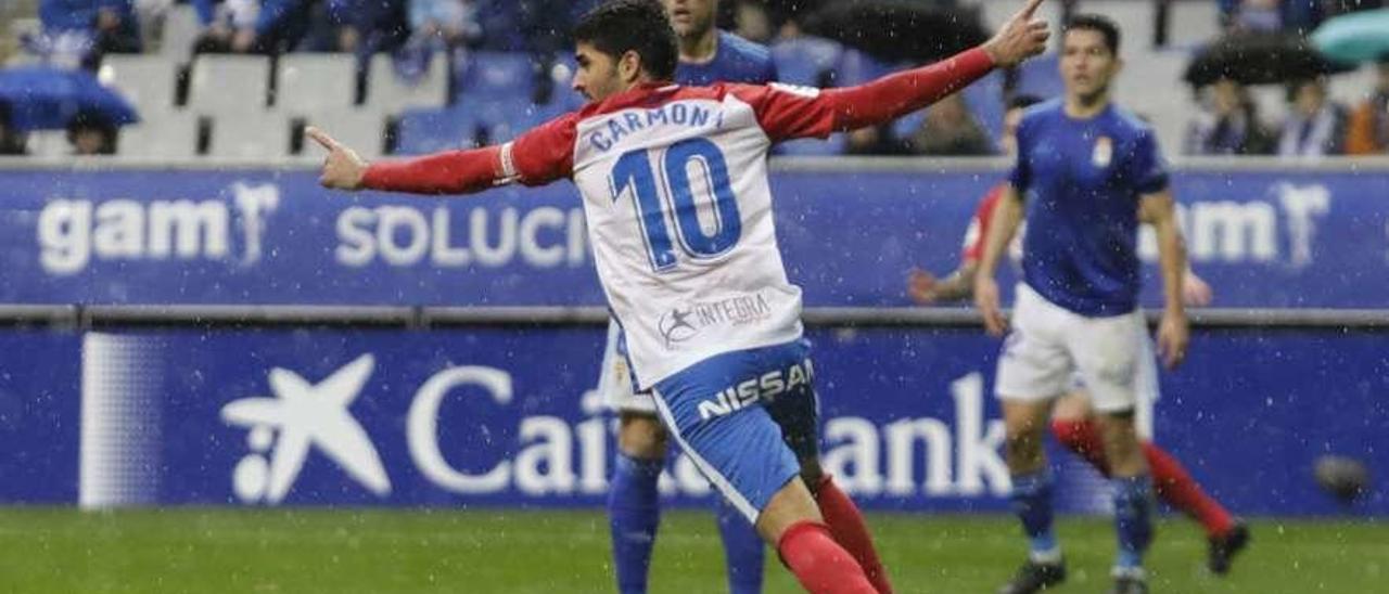 Carmona celebra el gol del Sporting antes de que fuera anulado.