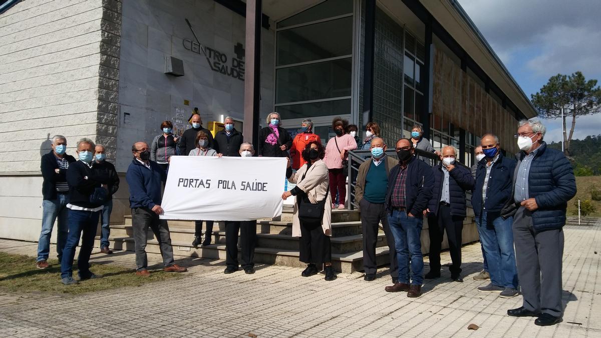 Manifestación ante el centro de salud