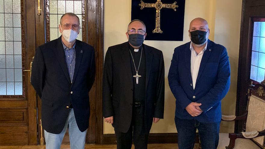 El arzobispo de Oviedo, socio de honor de los Veteranos de la Armada Lepanto
