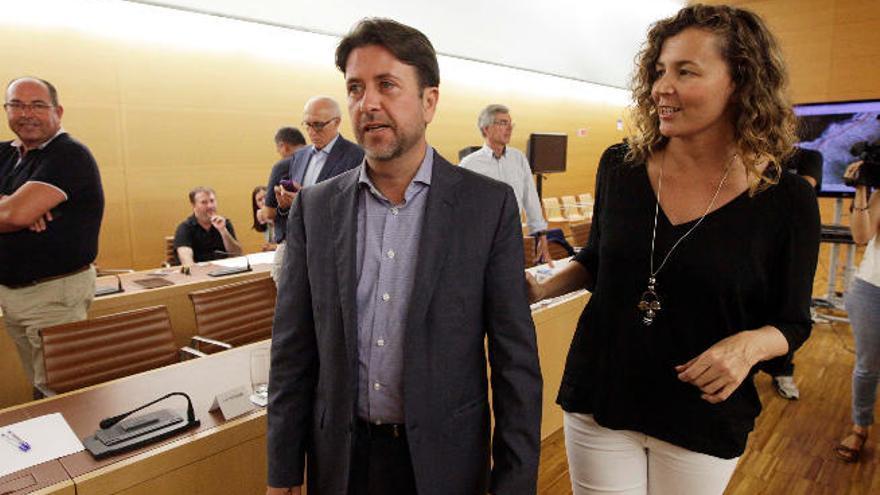 Chacón deja en manos de Clavijo y la Fecai la solución a los desequilibrios