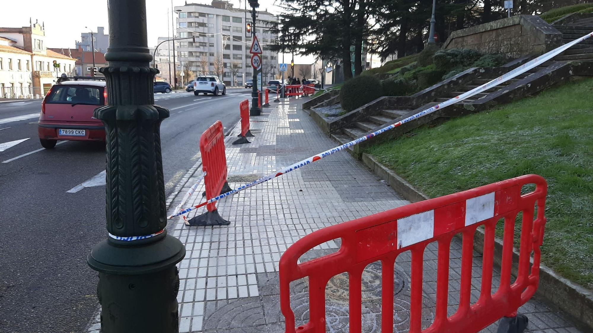 Las escaleras de O Castro continúan precintadas a causa de las placas de hielo