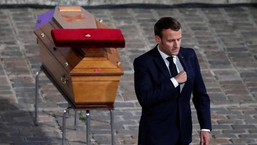 Francia rinde homenaje al profesor asesinado por mostrar caricaturas de Mahoma
