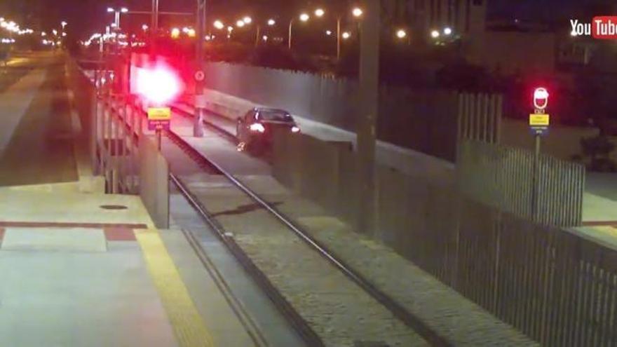 Una joven conduce ebria más de un kilómetro por las vías del metro en Málaga
