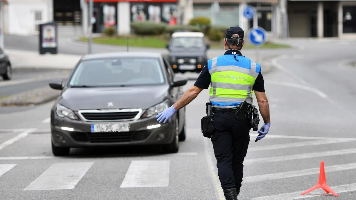 Un control policial en Poio, la Semana Santa del año pasado