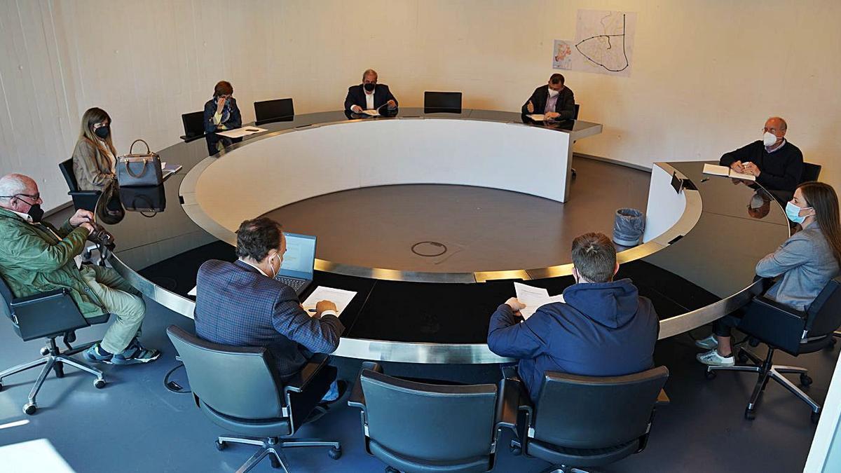 El jurado se reunió ayer en la casa consistorial. | FOTOS: I. ABELLA /I. OSORIO / X. ÁLVAREZ / MORGANA