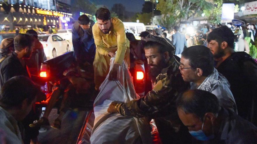 Matança a Kabul en una sèrie d'atemptats en plena evacuació