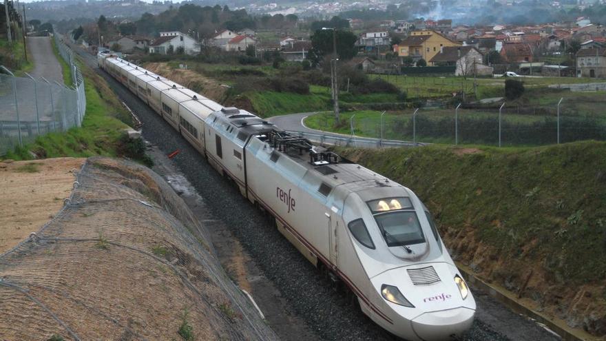 """Renfe """"tira"""" del bus para el trayecto Galicia-Madrid por obras del AVE"""