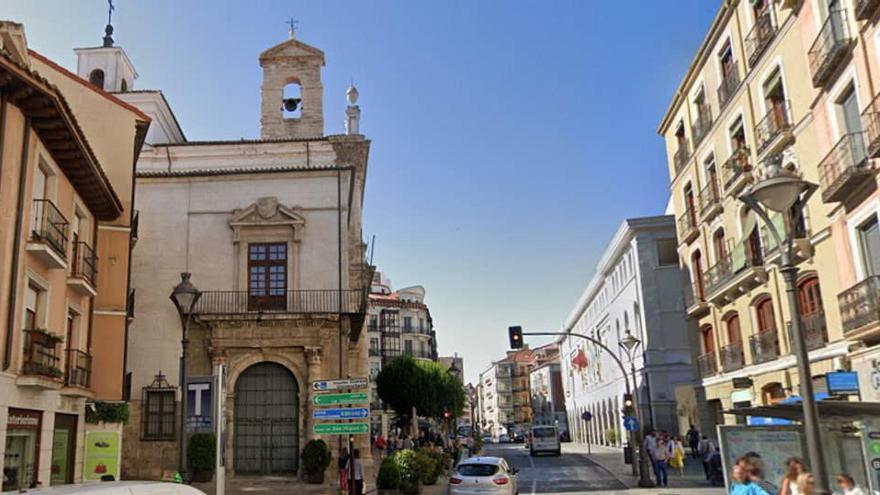 Tres años de cárcel para un sacerdote de Valladolid por abuso sexual y ciberacoso a una menor