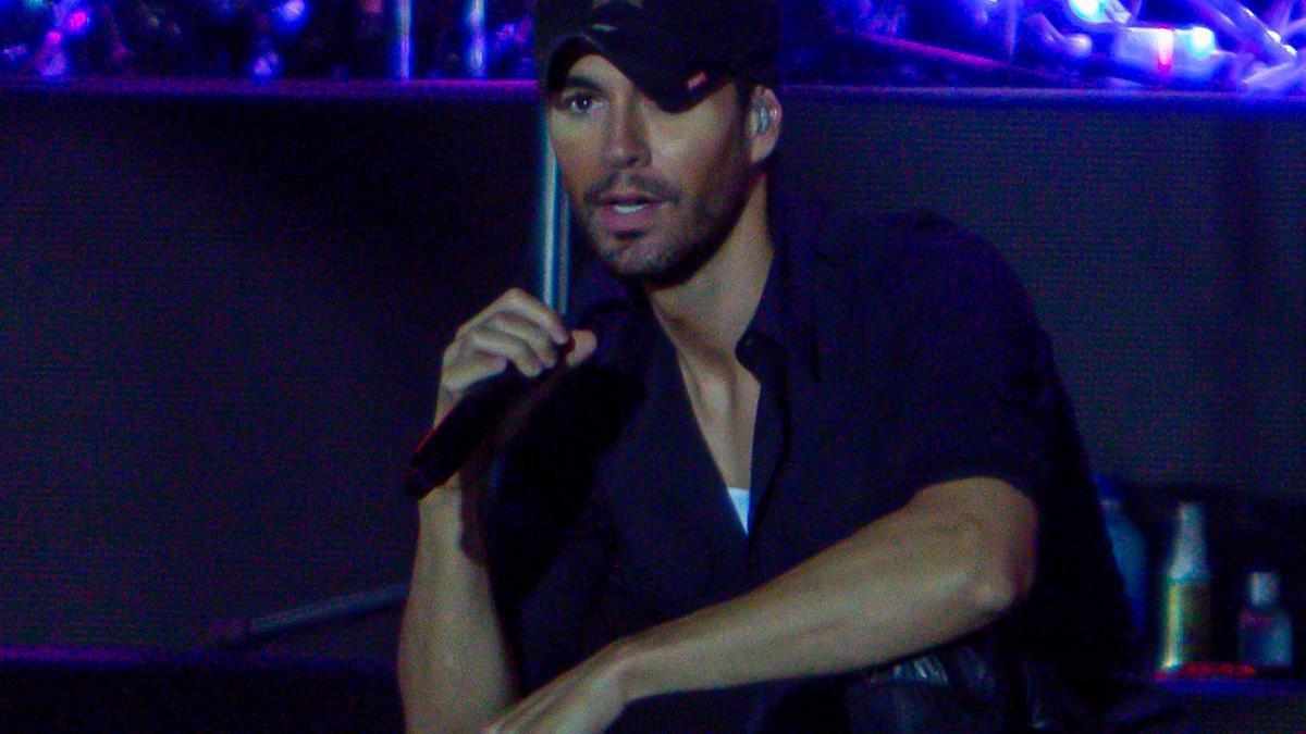 Enrique Iglesias durante un concierto.
