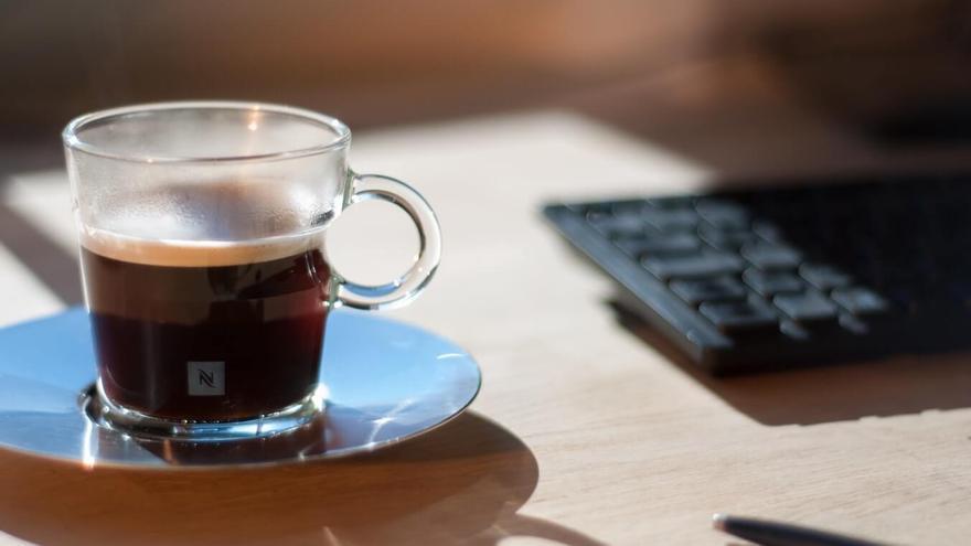 Prepárate para saborear el mejor café expreso con la cafetera de cápsulas que está arrasando en el mercado