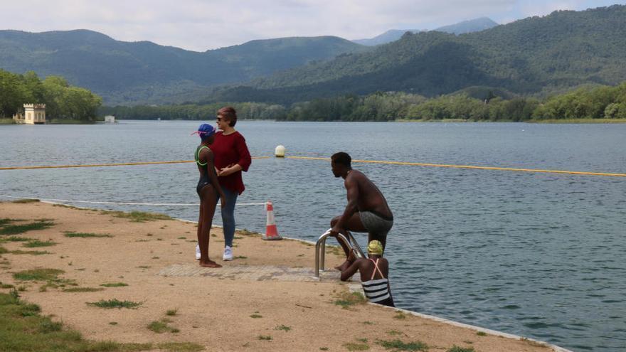 L'estany de Banyoles inaugura la temporada de bany