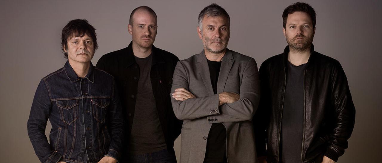 """Foto de promoción de """"La Habitación Roja""""; Jorge Martí, el tercero por la izquierda."""