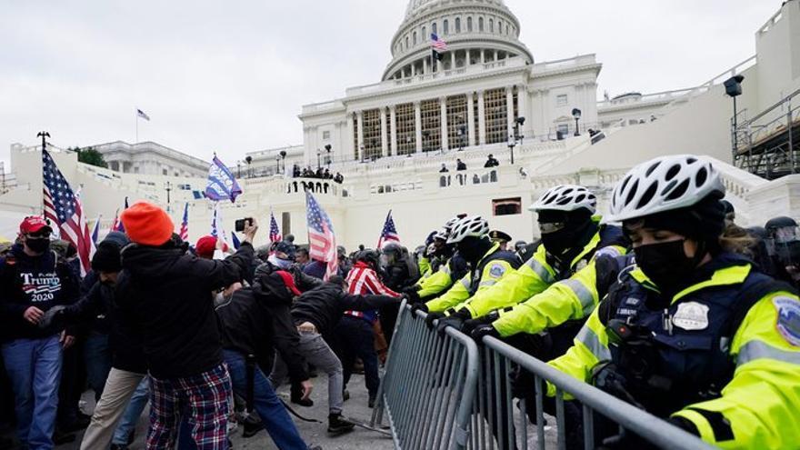 Manifestantes 'ProTrump' asaltan el Capitolio