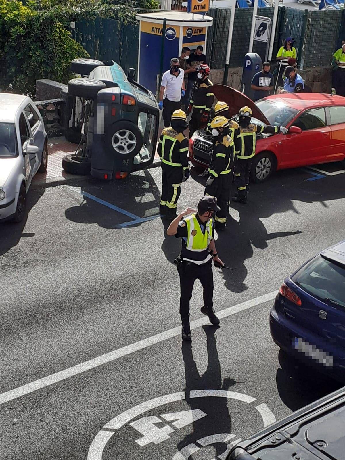Choque entre tres vehículos en Mogán