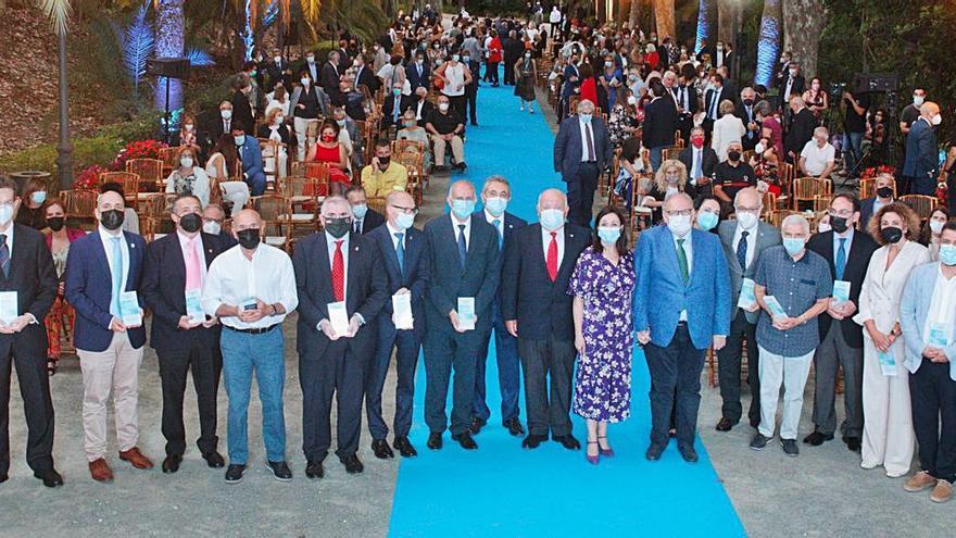 El Hospital Regional de Málaga reconoce en su aniversario la lucha de personas, entidades y empresas contra el Covid